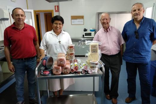 Donación de lote de alimentos al comedor social