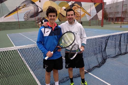 Carlos Alcalde se proclama vencedor de la XXII Liga de Tenis Café Barco